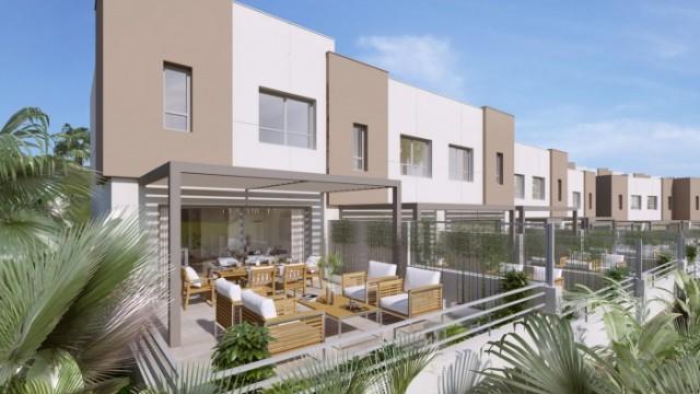 Nové řadové domy u golfového hřiště, nedaleko pláží i hor